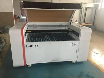 kualitas baik industri Laser Cutting Machine & Mesin Laser Cutting Desktop / Portable Ditutup Co2 Laser Tube Laser Type Dijual